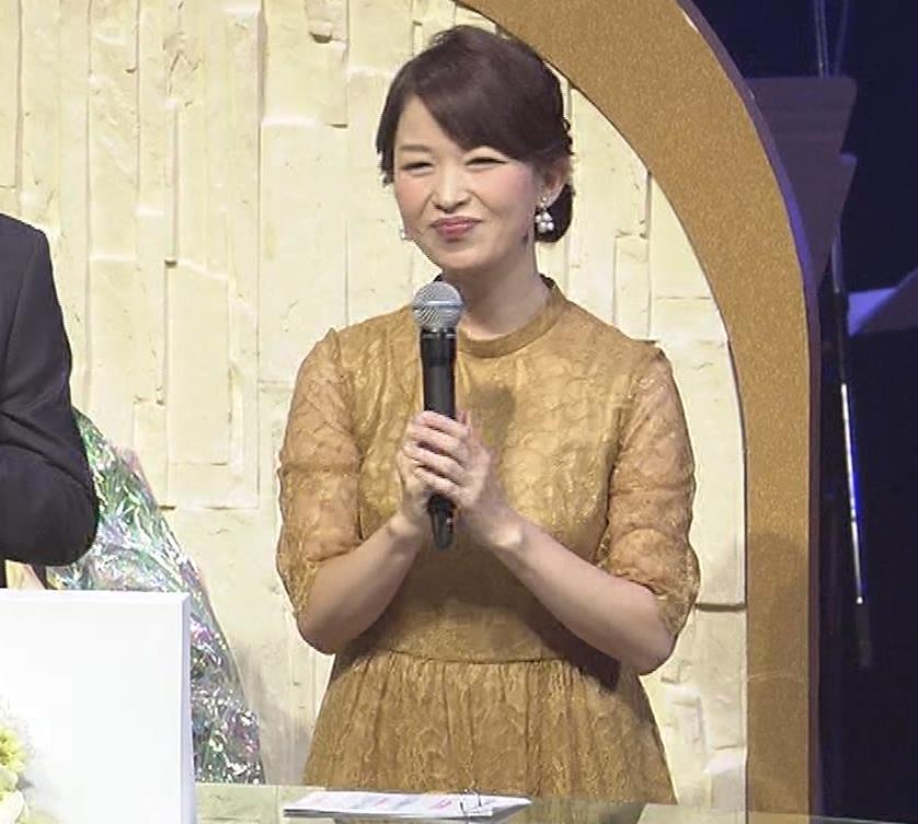 松丸友紀アナ エロく巨乳が目立つ衣装キャプ・エロ画像10