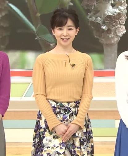 松尾由美子アナ ニットおっぱい横乳キャプ・エロ画像2