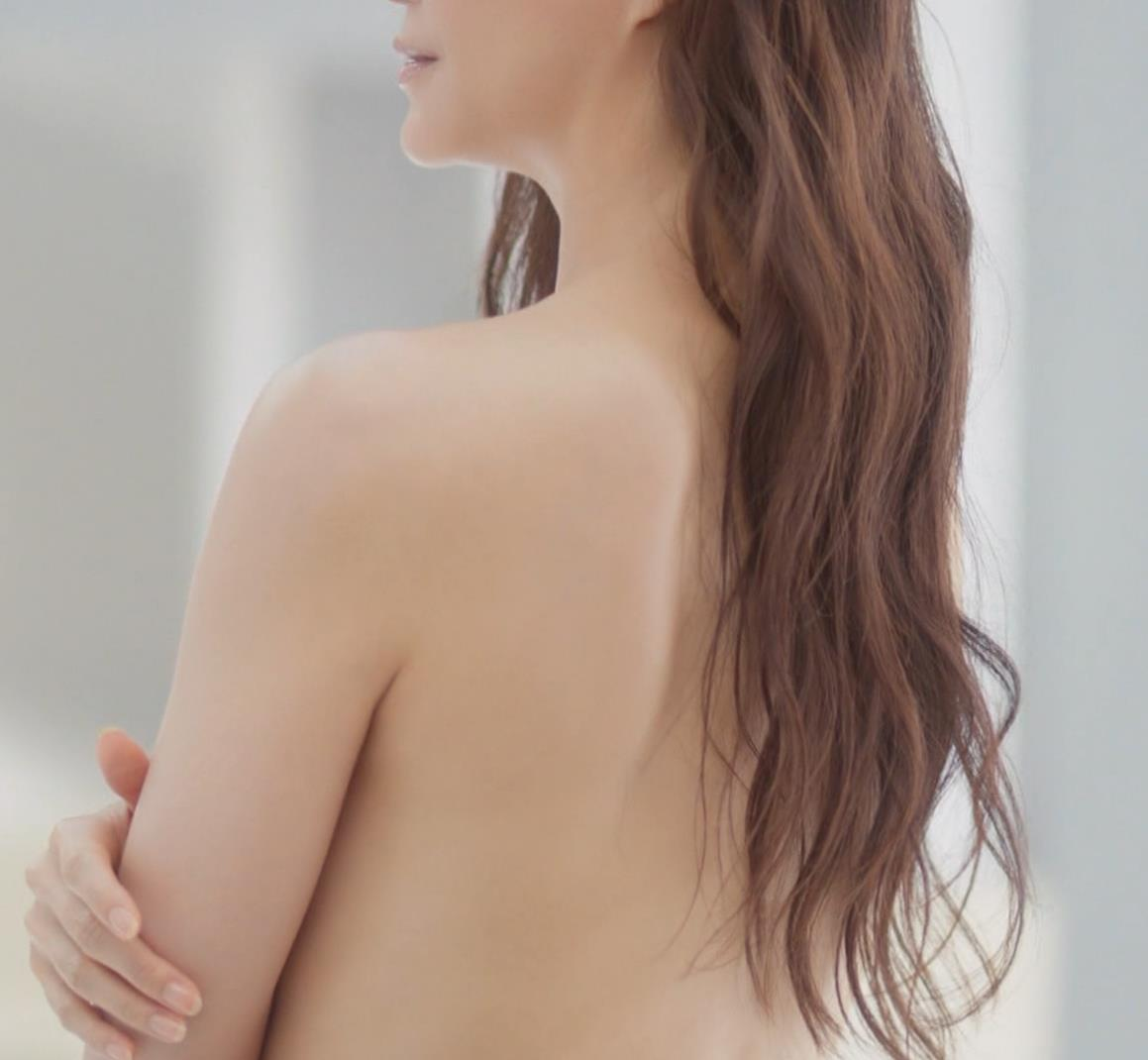 観月ありさ 裸になってるCMキャプ・エロ画像