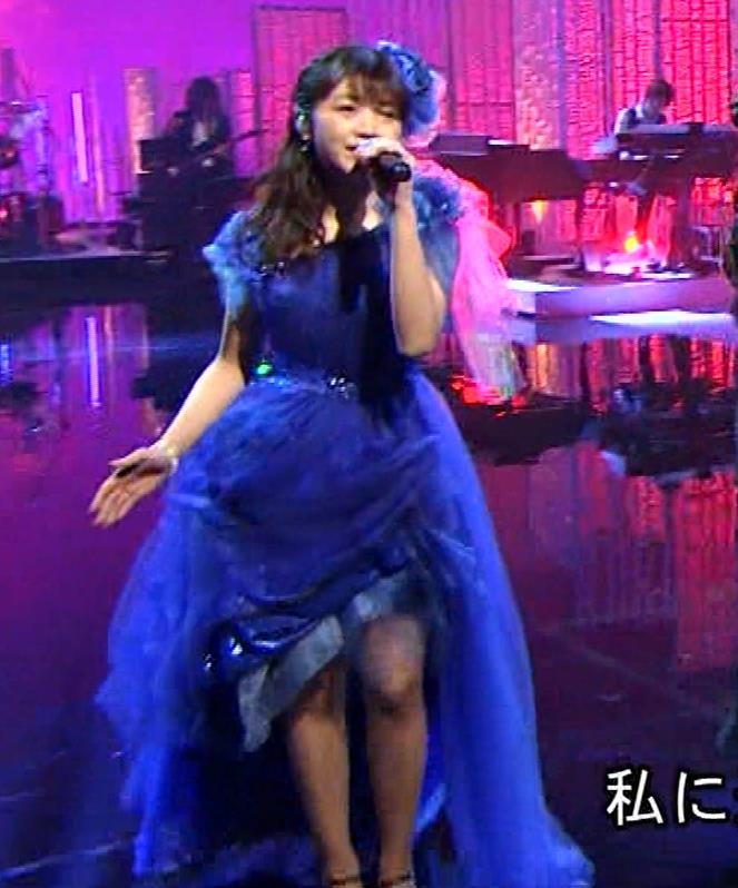 三森すずこ 美人声優のミニスカ美脚キャプ・エロ画像2
