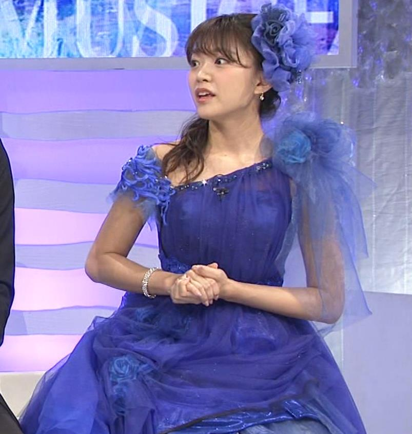 三森すずこ 美人声優のミニスカ美脚キャプ・エロ画像11