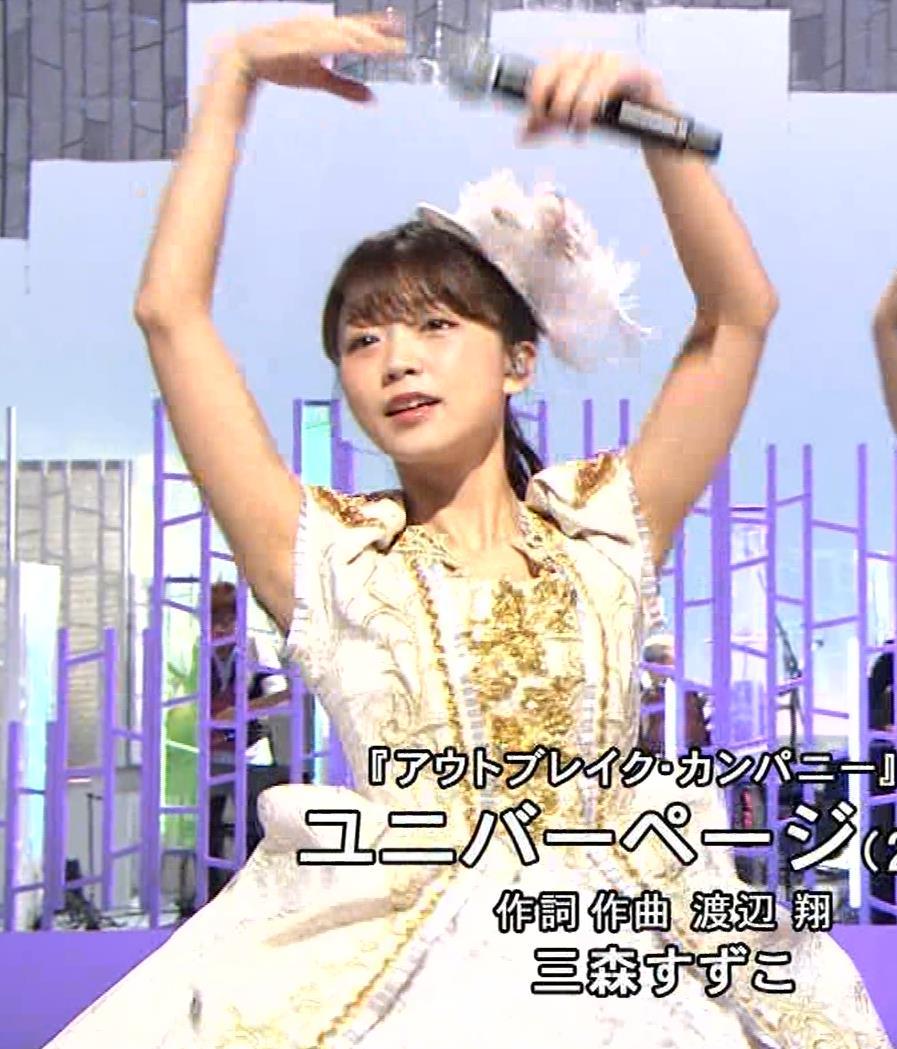 三森すずこ 美人声優のミニスカ美脚キャプ・エロ画像13