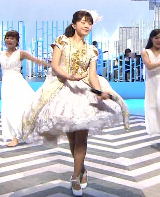 三森すずこ 美人声優のミニスカ美脚キャプ・エロ画像14