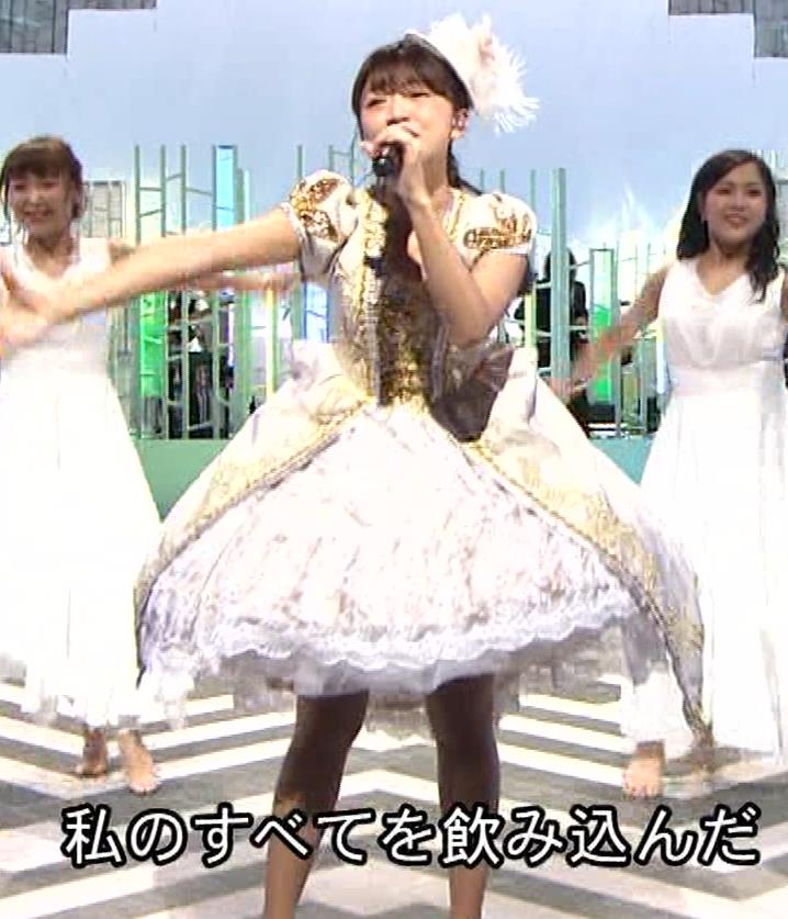三森すずこ 美人声優のミニスカ美脚キャプ・エロ画像15