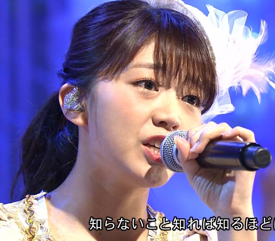 三森すずこ 美人声優のミニスカ美脚キャプ・エロ画像16