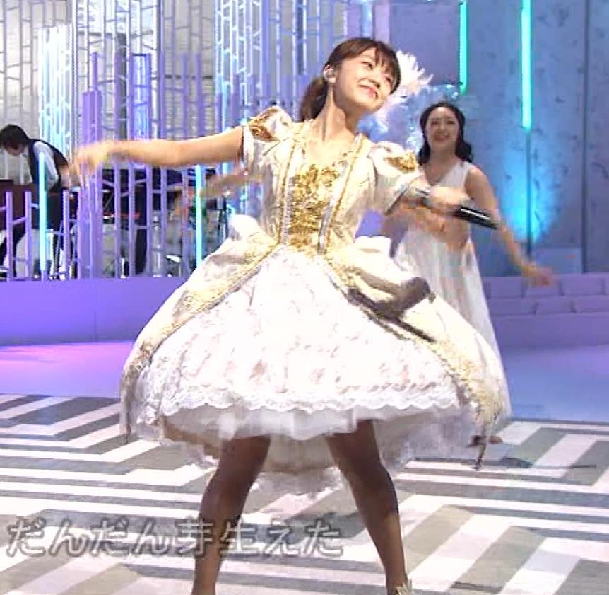 三森すずこ 美人声優のミニスカ美脚キャプ・エロ画像17