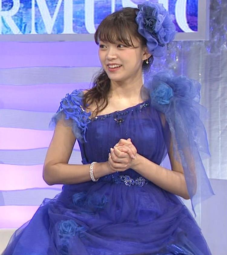 三森すずこ 美人声優のミニスカ美脚キャプ・エロ画像18