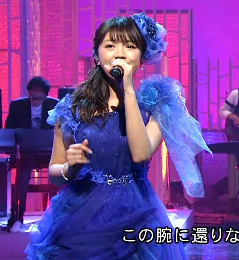三森すずこ 美人声優のミニスカ美脚キャプ・エロ画像3