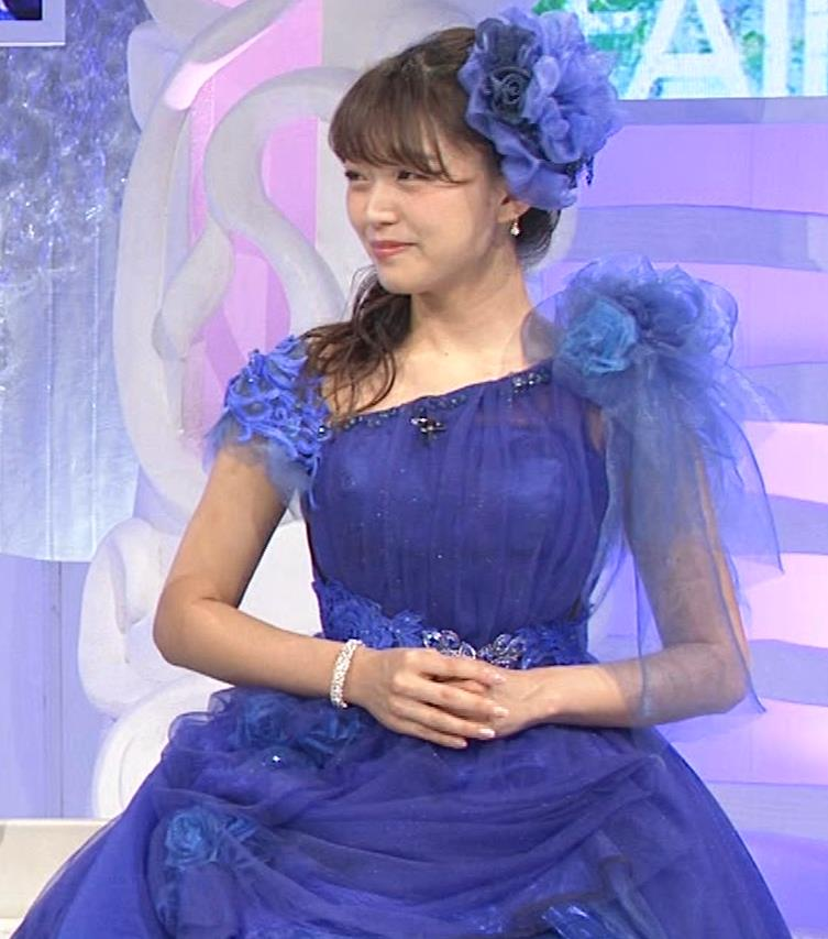 三森すずこ 美人声優のミニスカ美脚キャプ・エロ画像5