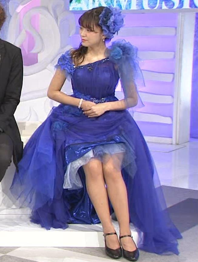 三森すずこ 美人声優のミニスカ美脚キャプ・エロ画像7