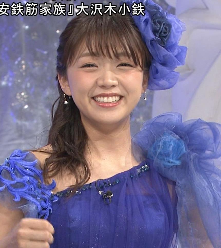 三森すずこ 美人声優のミニスカ美脚キャプ・エロ画像8