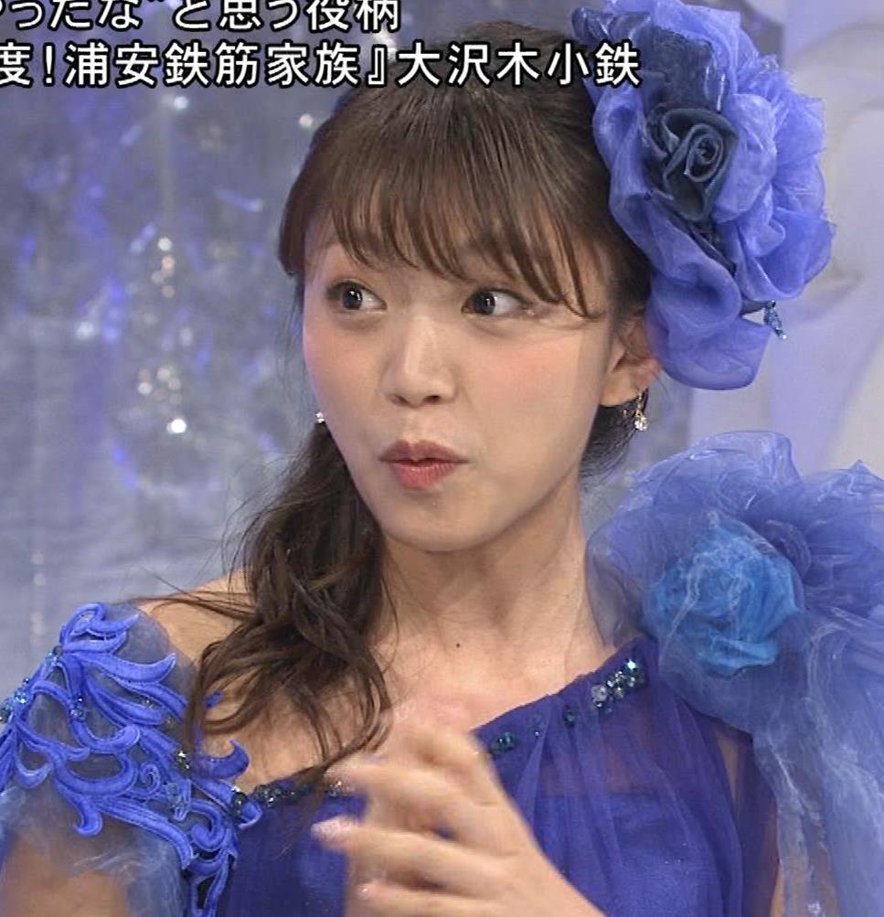 三森すずこ 美人声優のミニスカ美脚キャプ・エロ画像9
