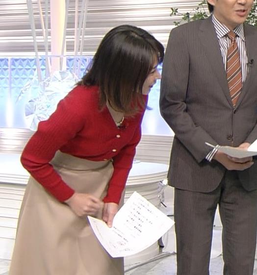 皆川玲奈アナ カーディガンおっぱいキャプ・エロ画像3