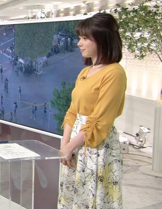 皆川玲奈 ニットおっぱいを斜めからキャプ画像(エロ・アイコラ画像)