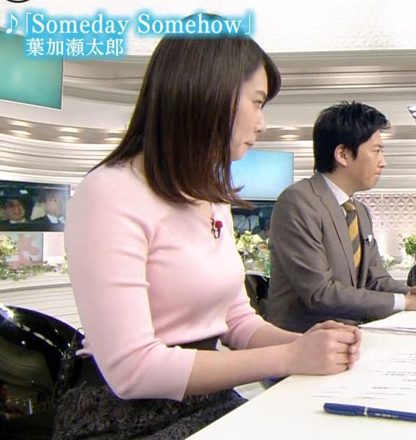 皆川玲奈アナ ピンクの薄手のニットでおっぱいクッキリキャプ・エロ画像3