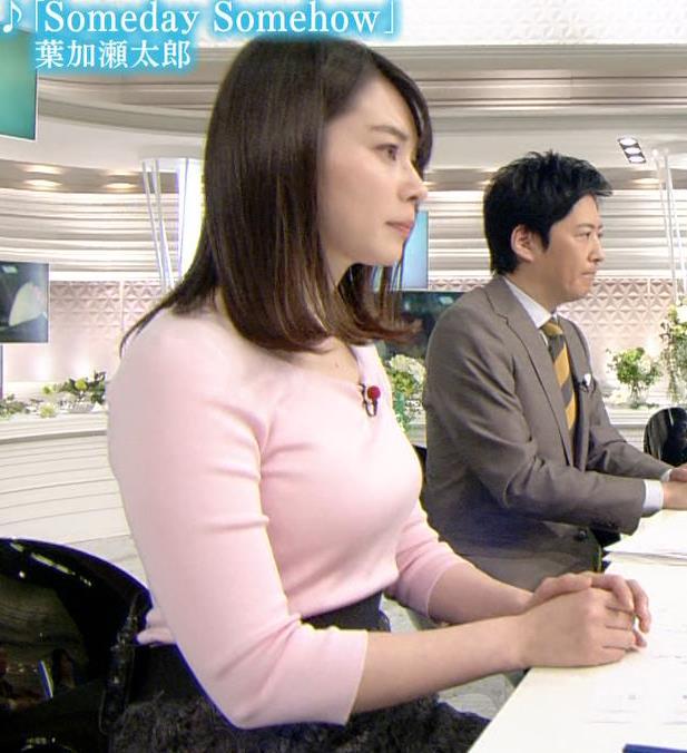皆川玲奈アナ ピンクの薄手のニットでおっぱいクッキリキャプ・エロ画像4