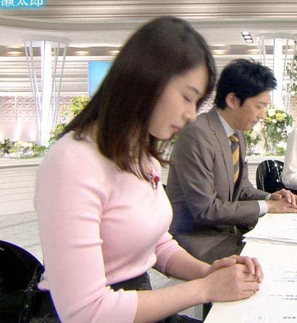 皆川玲奈アナ ピンクの薄手のニットでおっぱいクッキリキャプ・エロ画像5