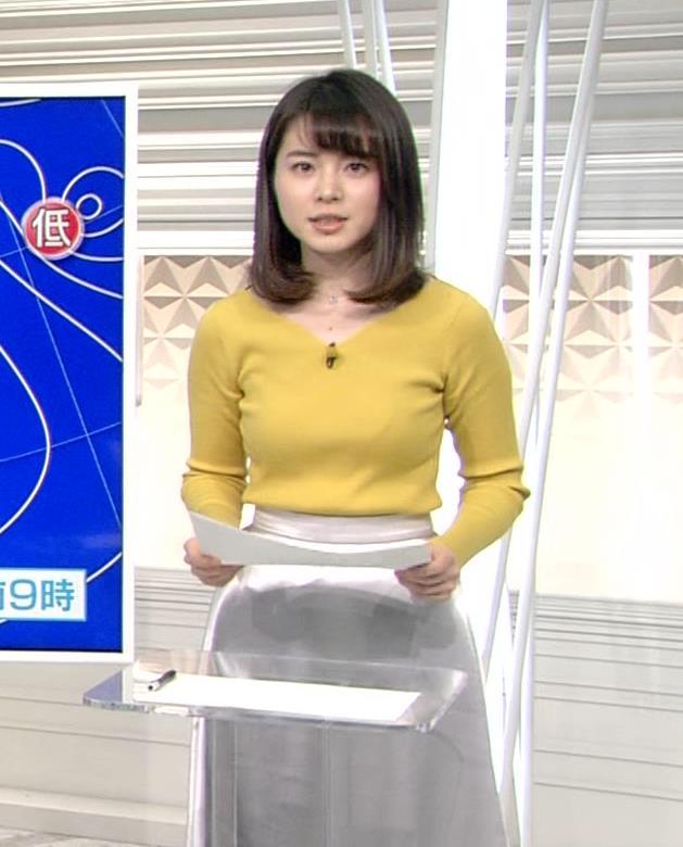 皆川玲奈アナ ニットおっぱい♡ブラが少し透けてる・キャプ・エロ画像