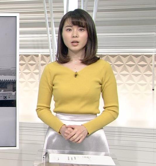 皆川玲奈アナ ニットおっぱい♡ブラが少し透けてる・キャプ・エロ画像2