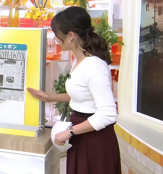 皆川玲奈アナ 朝からおっぱいがエロ過ぎキャプ・エロ画像4