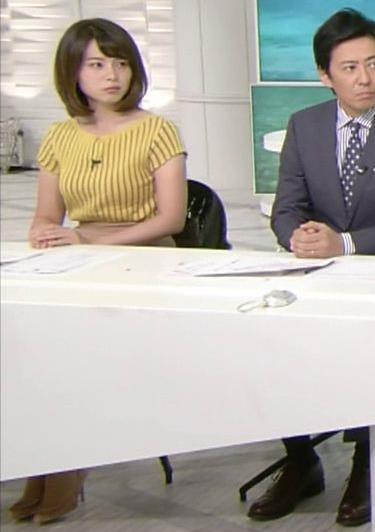 皆川玲奈アナ 縦縞Tシャツで胸のラインがでてるキャプ・エロ画像4