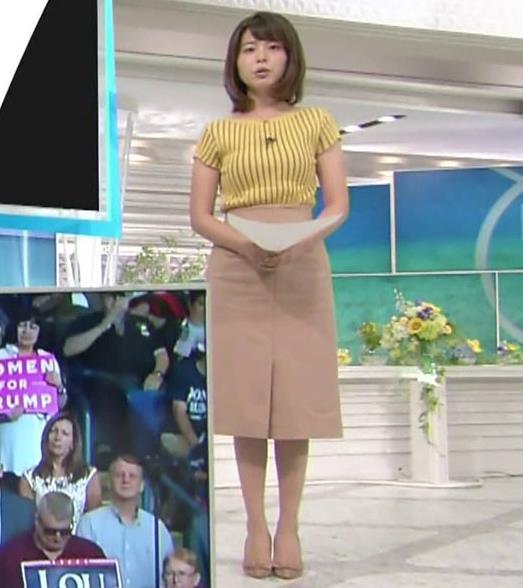 皆川玲奈アナ 縦縞Tシャツで胸のラインがでてるキャプ・エロ画像5