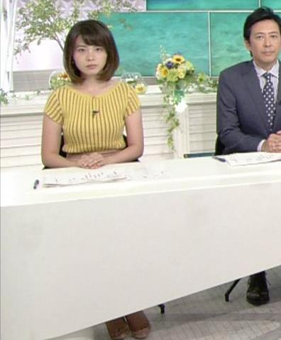 皆川玲奈アナ 縦縞Tシャツで胸のラインがでてるキャプ・エロ画像7