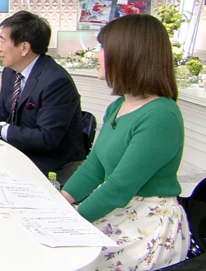 皆川玲奈アナ ちょっとムチムチしてきたニット乳キャプ・エロ画像4