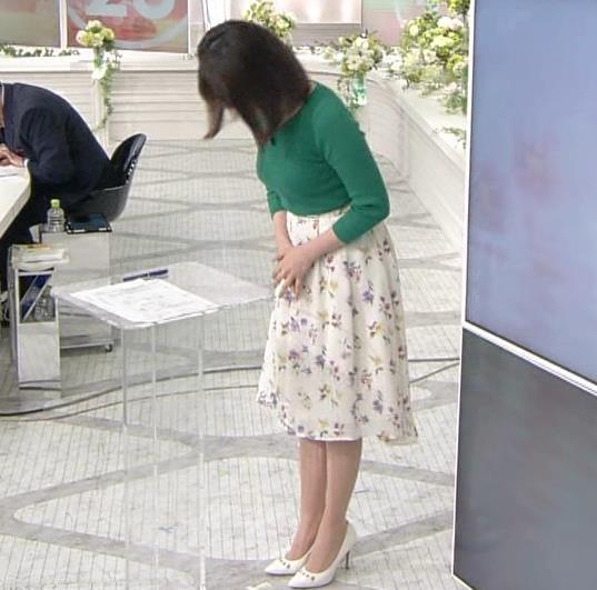 皆川玲奈アナ ちょっとムチムチしてきたニット乳キャプ・エロ画像8