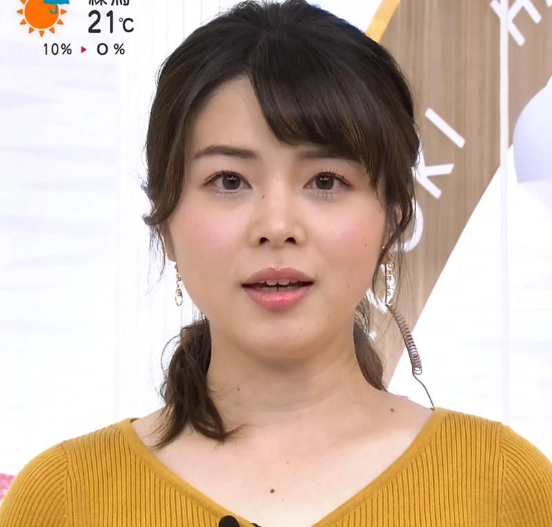 皆川玲奈アナ 最近おっぱい強調が多いキャプ・エロ画像