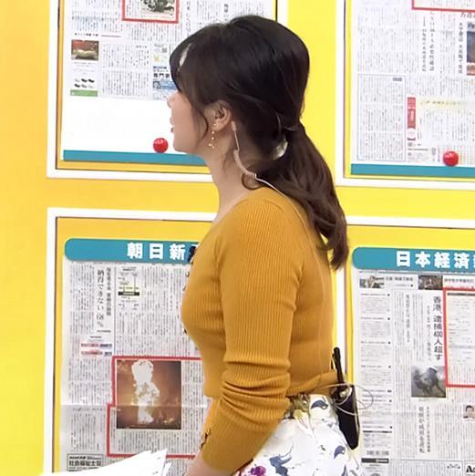 皆川玲奈アナ 最近おっぱい強調が多いキャプ・エロ画像2