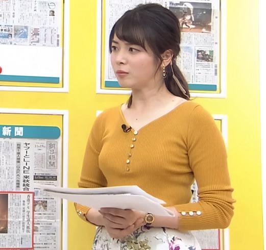 皆川玲奈アナ 最近おっぱい強調が多いキャプ・エロ画像3