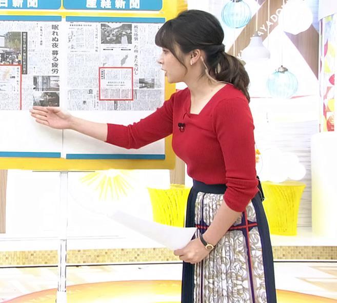 皆川玲奈アナ ニット巨乳キャプ・エロ画像3