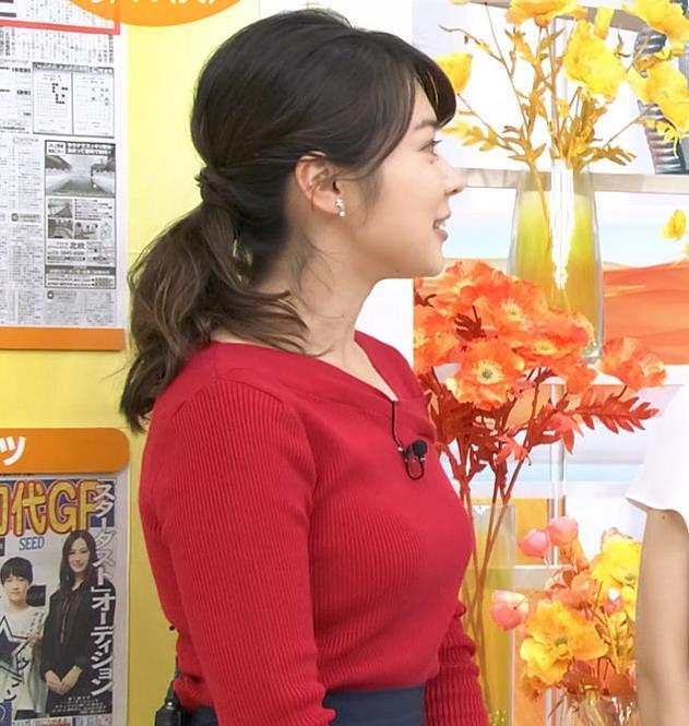 皆川玲奈アナ ニット巨乳キャプ・エロ画像5