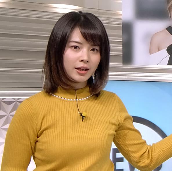 皆川玲奈アナ ニット横乳がエロいキャプ・エロ画像