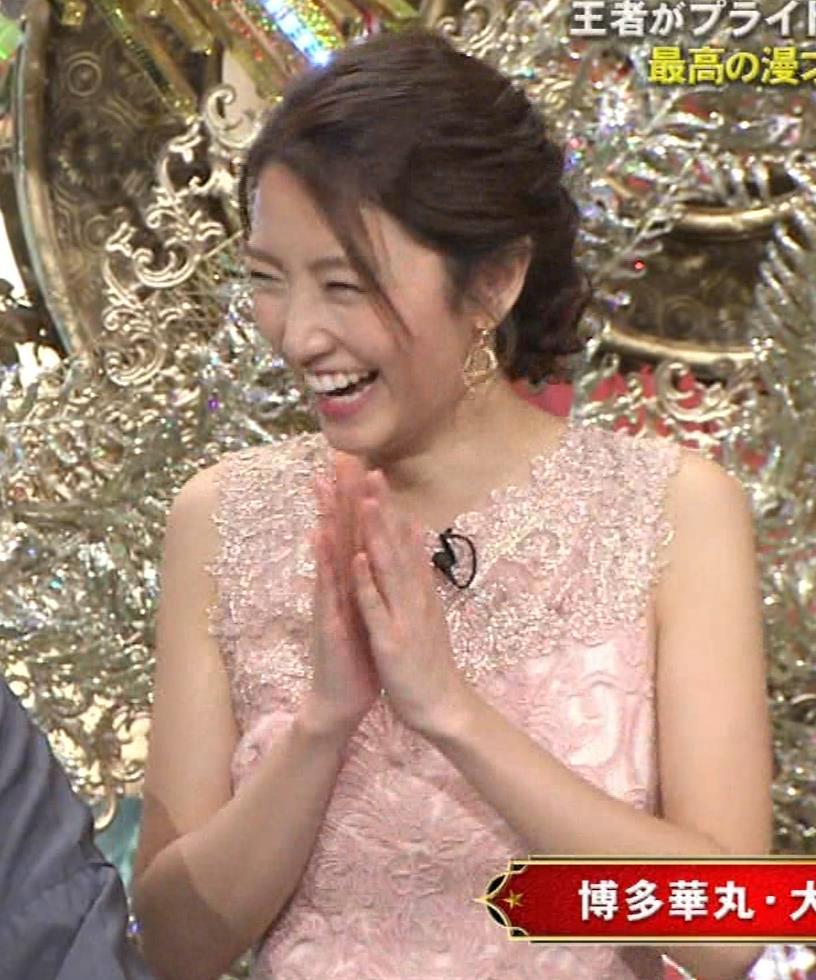 三田友梨佳アナ ピンクのノースリーブドレスキャプ・エロ画像3