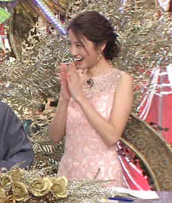 三田友梨佳アナ ピンクのノースリーブドレスキャプ・エロ画像4