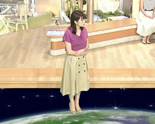 三谷紬アナ ガッツリ胸ちら!ズームで撮って欲しかった…キャプ・エロ画像5