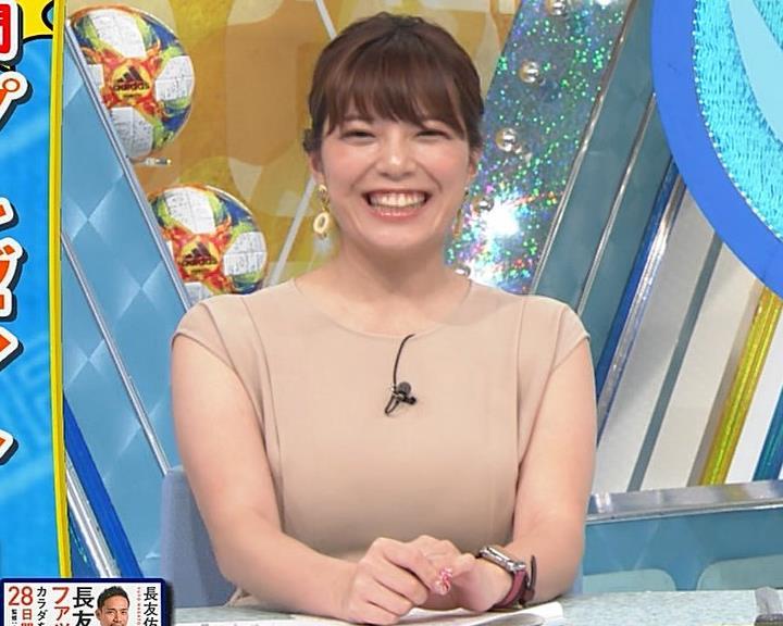 三谷紬アナ 遠目で見ると裸に見える色の服キャプ・エロ画像3
