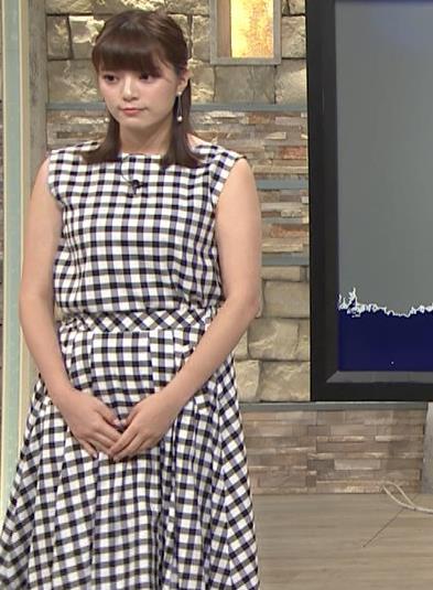 三谷紬アナ チェック柄だけど体のラインが出ないワンピースキャプ・エロ画像5