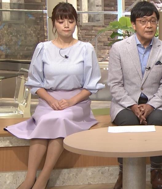 三谷紬アナ また爆乳が強調されてエロかったキャプ・エロ画像