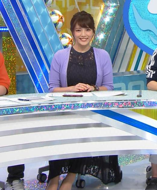 三谷紬アナ 乳隠しても十分かわいて魅力的キャプ・エロ画像2