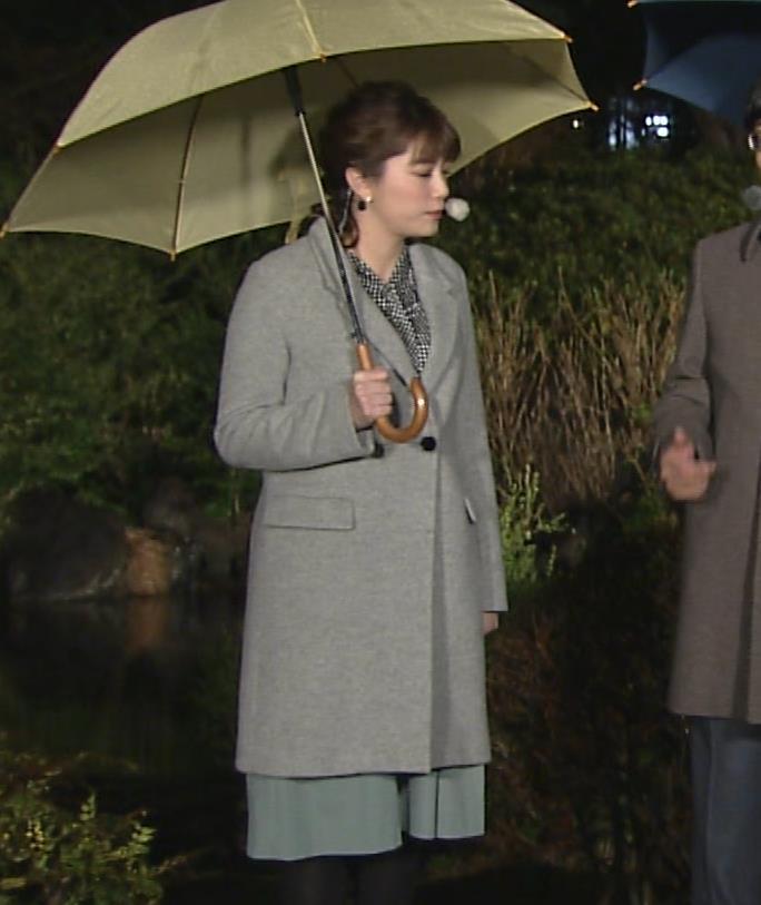 三谷紬アナ おっぱいでパツパツのシャツキャプ・エロ画像3
