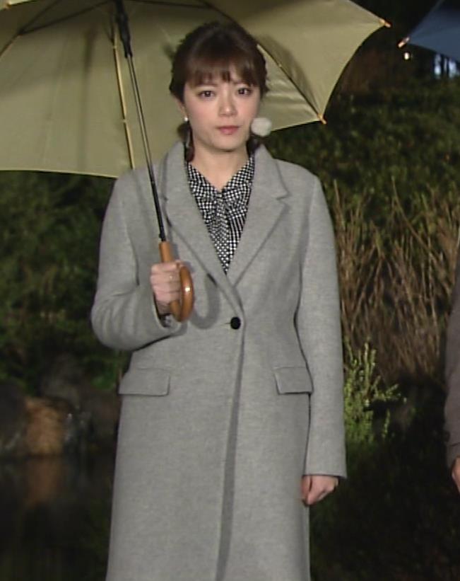三谷紬アナ おっぱいでパツパツのシャツキャプ・エロ画像4