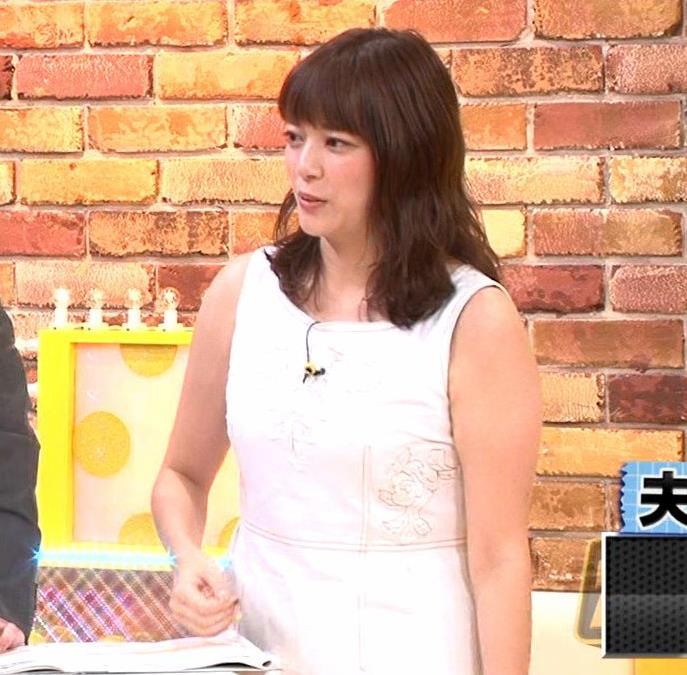 三谷紬アナ ムチムチなノースリーブ二の腕キャプ・エロ画像3