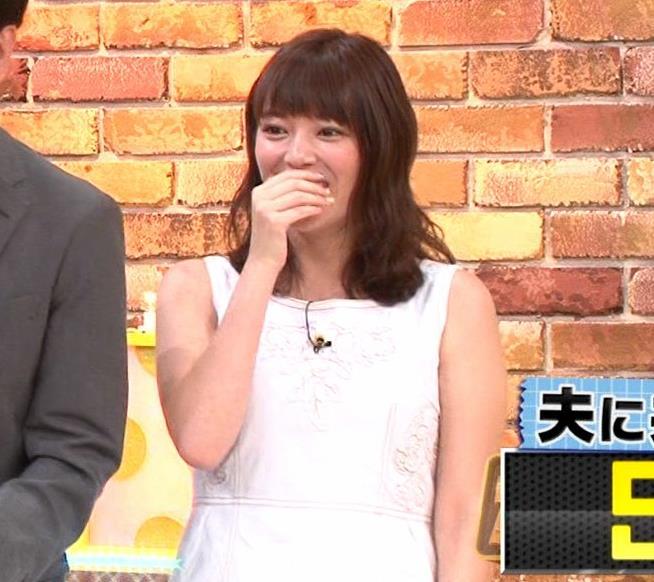三谷紬アナ ムチムチなノースリーブ二の腕キャプ・エロ画像5