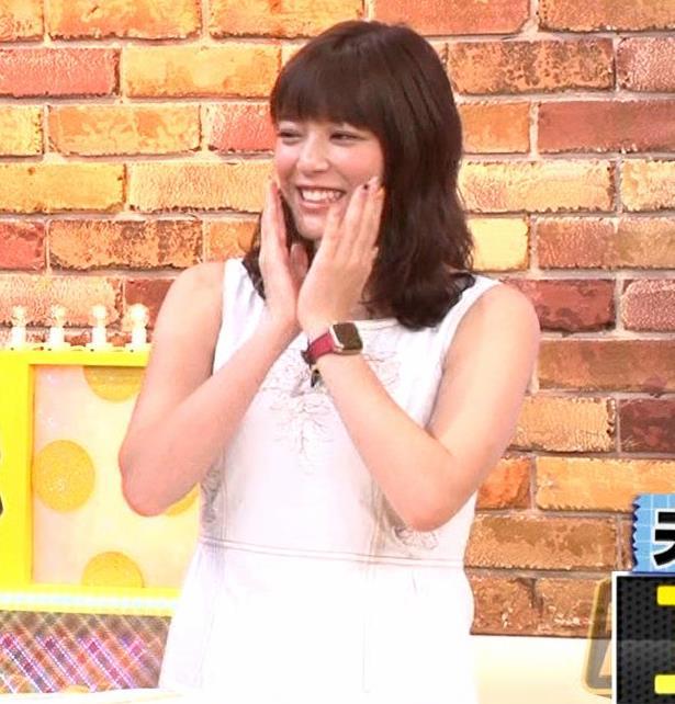 三谷紬アナ ムチムチなノースリーブ二の腕キャプ・エロ画像7