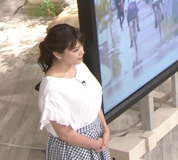 三谷紬アナ 脚のラインがでたピチピチのパンツスタイルキャプ・エロ画像