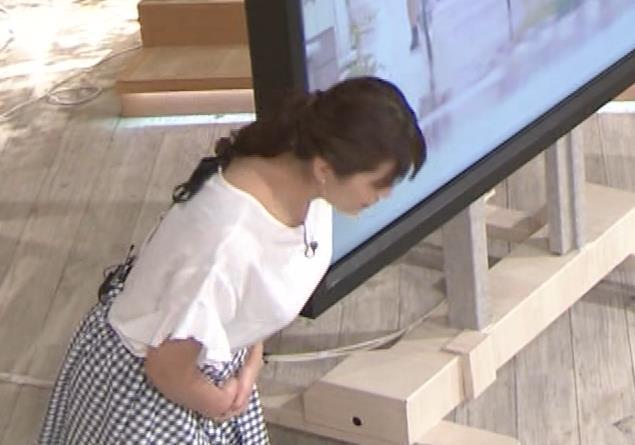 三谷紬アナ 脚のラインがでたピチピチのパンツスタイルキャプ・エロ画像2