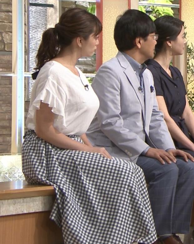 三谷紬アナ 脚のラインがでたピチピチのパンツスタイルキャプ・エロ画像12